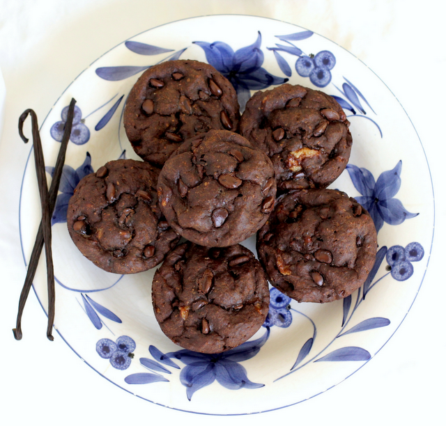 super healthy chocolate banana muffins - makes only 6