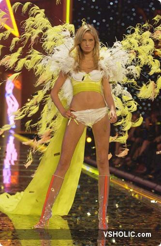 Victoria's Secret Fashion Show - Wikipedia 44