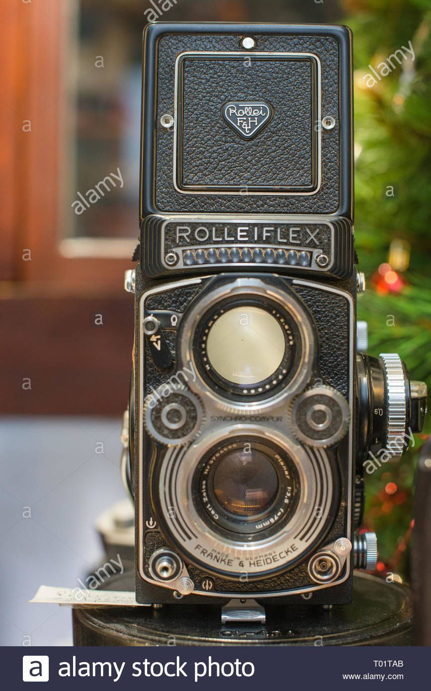 Download this stock image: A Rolleiflex 3 5E Planar TLR