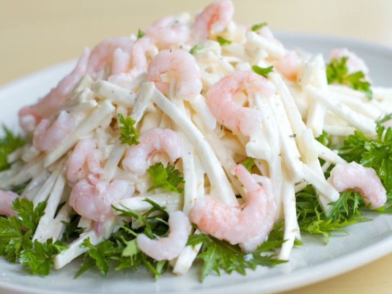 белковый салат для похудения с кальмарами