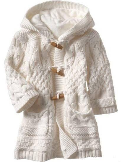Пальто с капюшоном для девочки арановыми узорами. Как связать пальто девочке спицами