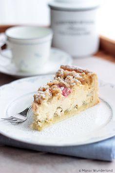 Oh du tolle Rhabarber-Zeit! ♥ Rhabarber-Käsekuchen mit Streuseln • Maras Wunderland #cakesandcheesecakes