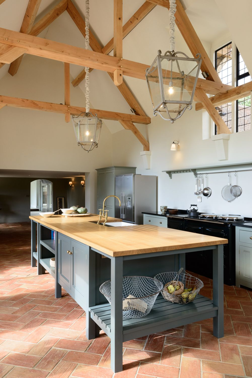 The Island In The Guildford Dairy Classic English Kitchen