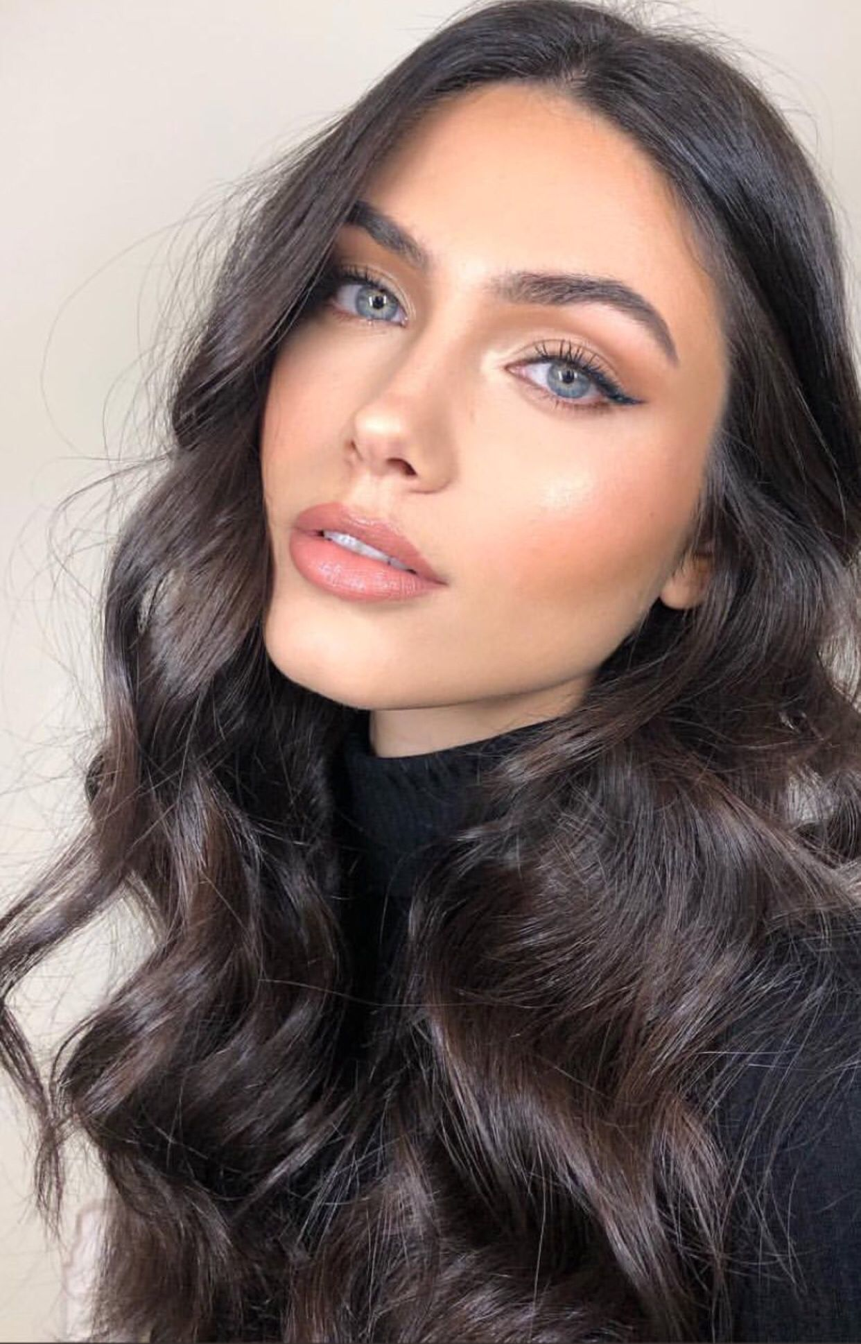 Pin By Salwa Salsabilla On Makeup Goals Dark Hair Blue Eyes Hair Colors For Blue Eyes Hair Makeup