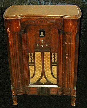 CONSOLE RADIOS - Jim's Antique Radio Museum | Vintage or Antique ...