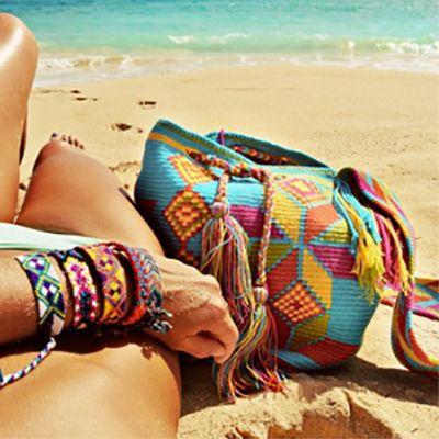 12 GLAMOROUS BEACH BAG ESSENTIALS