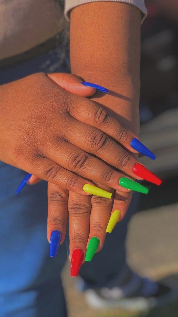 Pin By On Nailz In 2020 Yellow Nails Green Nails Glue On Nails