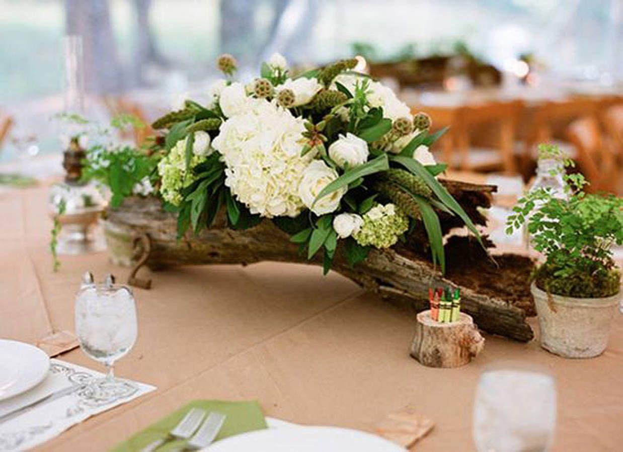 Composition florale avec du bois