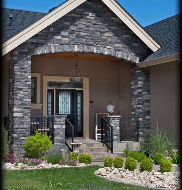 Cultured stone black rundle country ledgestone residential for Black stone house