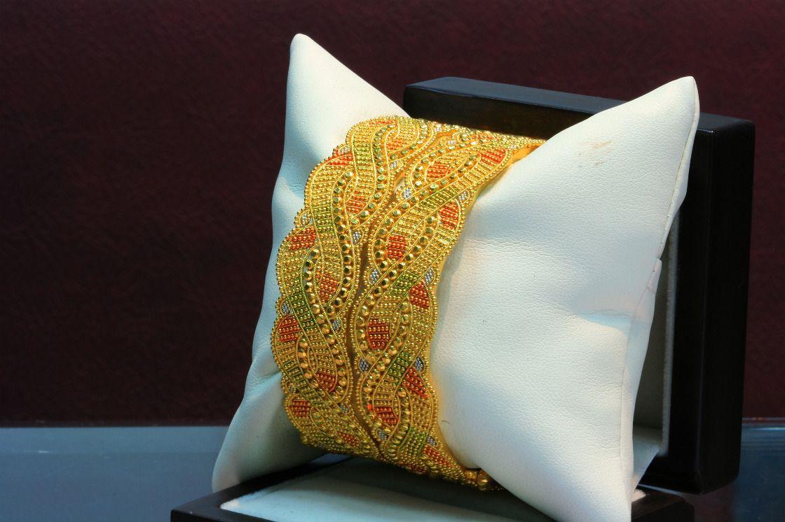 Beautiful n elegant Indian jewellery   Elegant Gold Bangles ...