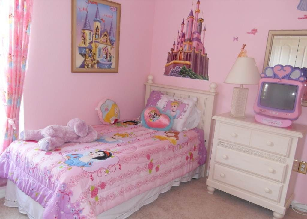 1000 images about Girl bedrooms on Pinterest. Disney Princess Bedroom