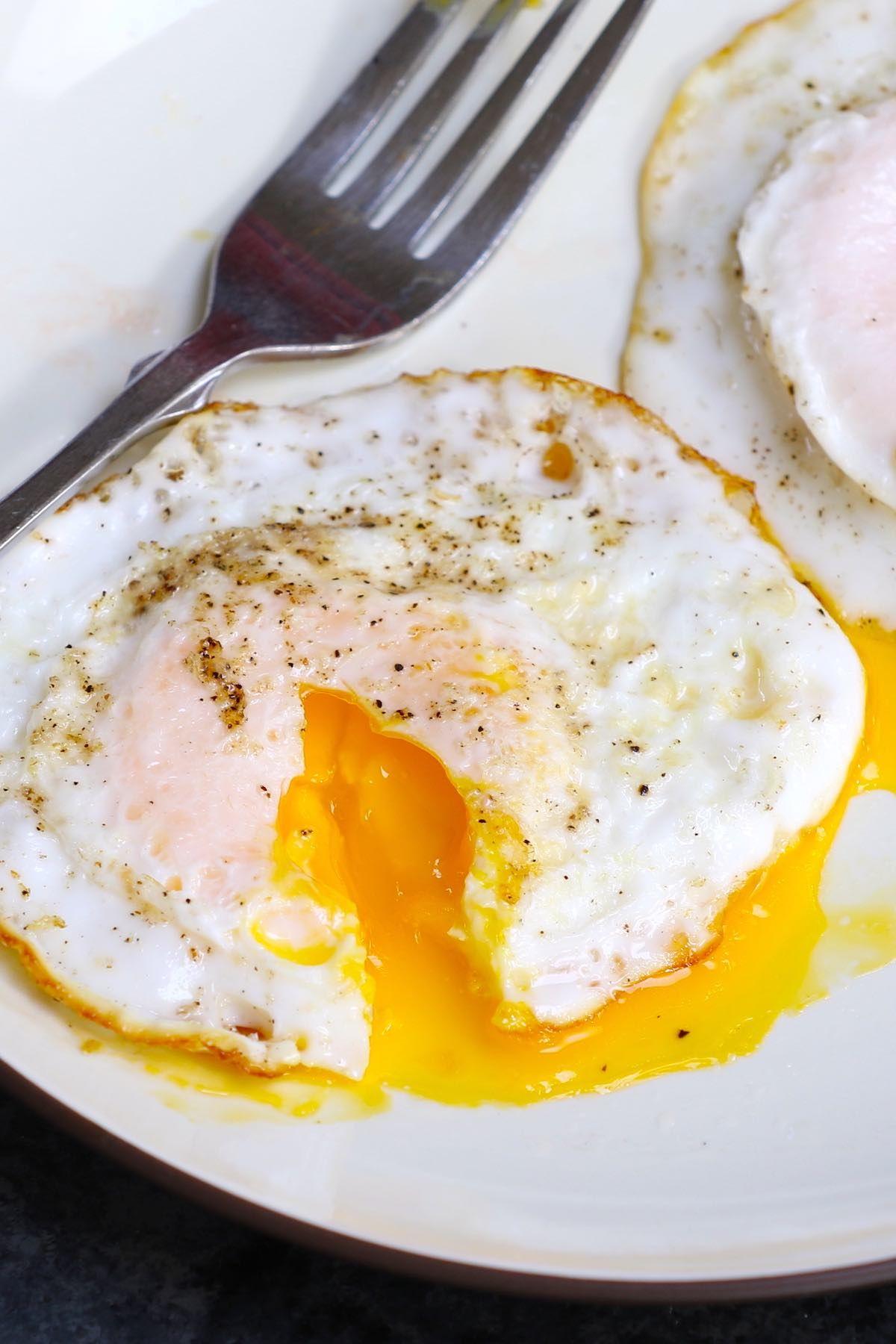 Easy Over Medium Eggs Recipe Over Easy Eggs Eggs Over Medium Food Class