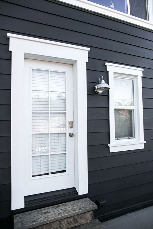 Black and white benjamin moore exterior paint and industrial sconce light sfgirlbybay - Exterior white trim paint pict ...