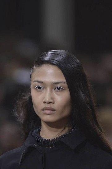 Paris Fashion Week: hairstyle P/E 2014 - Capelli e acconciature Tentazione Benessere - http://www.tentazionebenessere.it/paris-fahsion-week-hairstyle-pe-2014/ #PFW #hairstyle #acconciatura #Kenzo