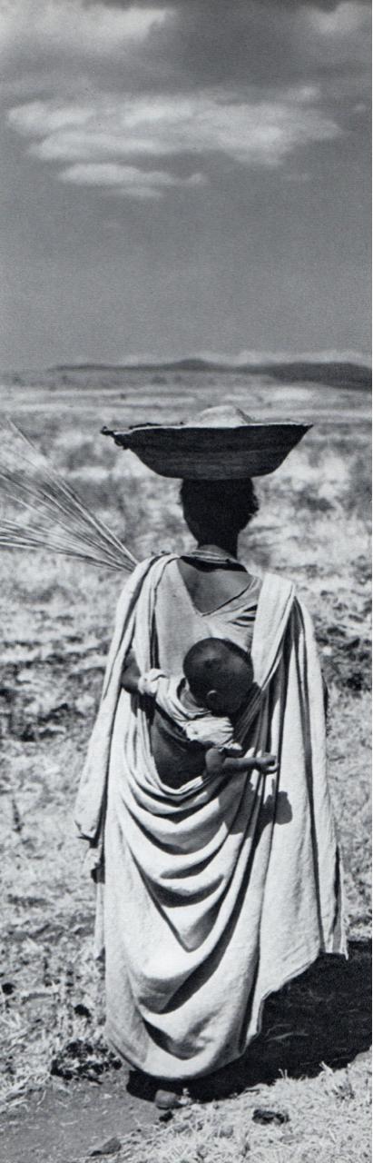 Le Nil : Photographies d'Henriette Grindat. Texte de Charles-Henri Favrod Reliure inconnue: 136 pages  Editeur : Éditions Clairefontaine (1960)  Langue : Français