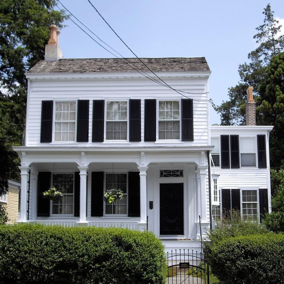 Albert Einstein Lived In This Princeton New Jersey Home From 1935 Until 1955 The Well Kept Cottage Has A Classi Famous Houses Historic Homes Albert Einstein