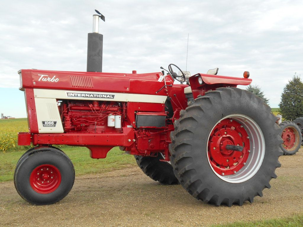 IH 1066, 7,608 Hrs. 3pt. dual hyd, dual PTO, New engine
