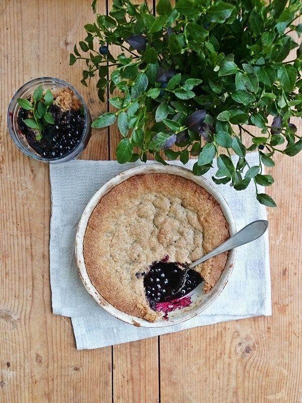 Mustikkakukko eli rättänä on perinneruokaa parhaimmillaan! Leivonnainen maistuu ihanalta vaniljajäätelön tai -kastikkeen kanssa. Vielä ...
