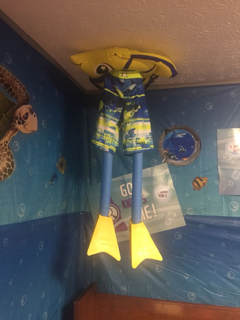Teen Ocean Themed Bedroom: VBS Decor For Deep Sea Discovery