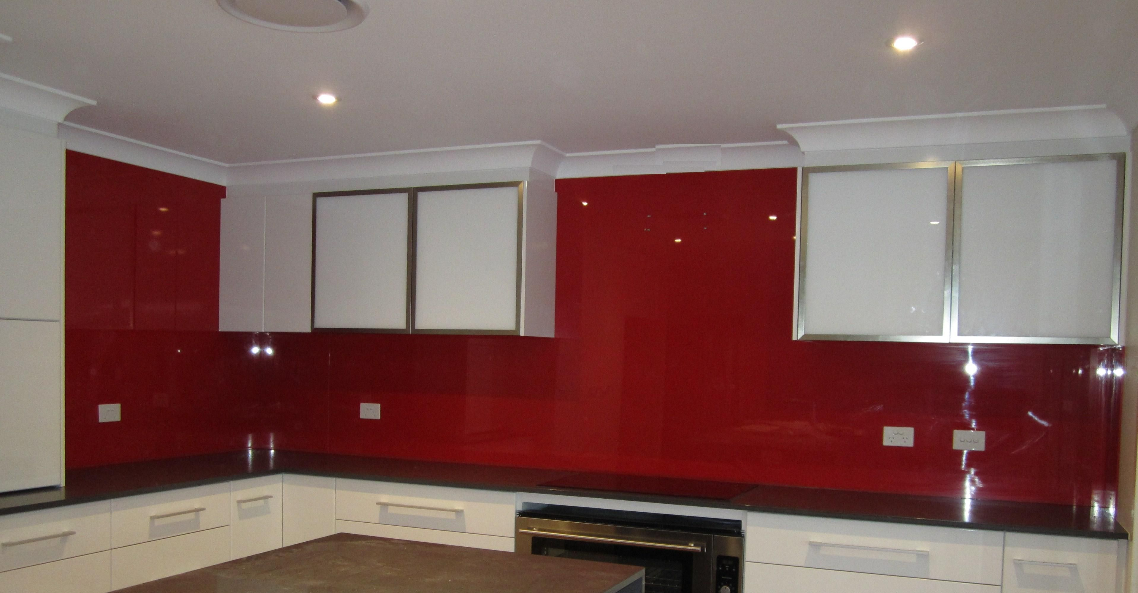 White Kitchen Black Benchtop And Metaline Splashback In