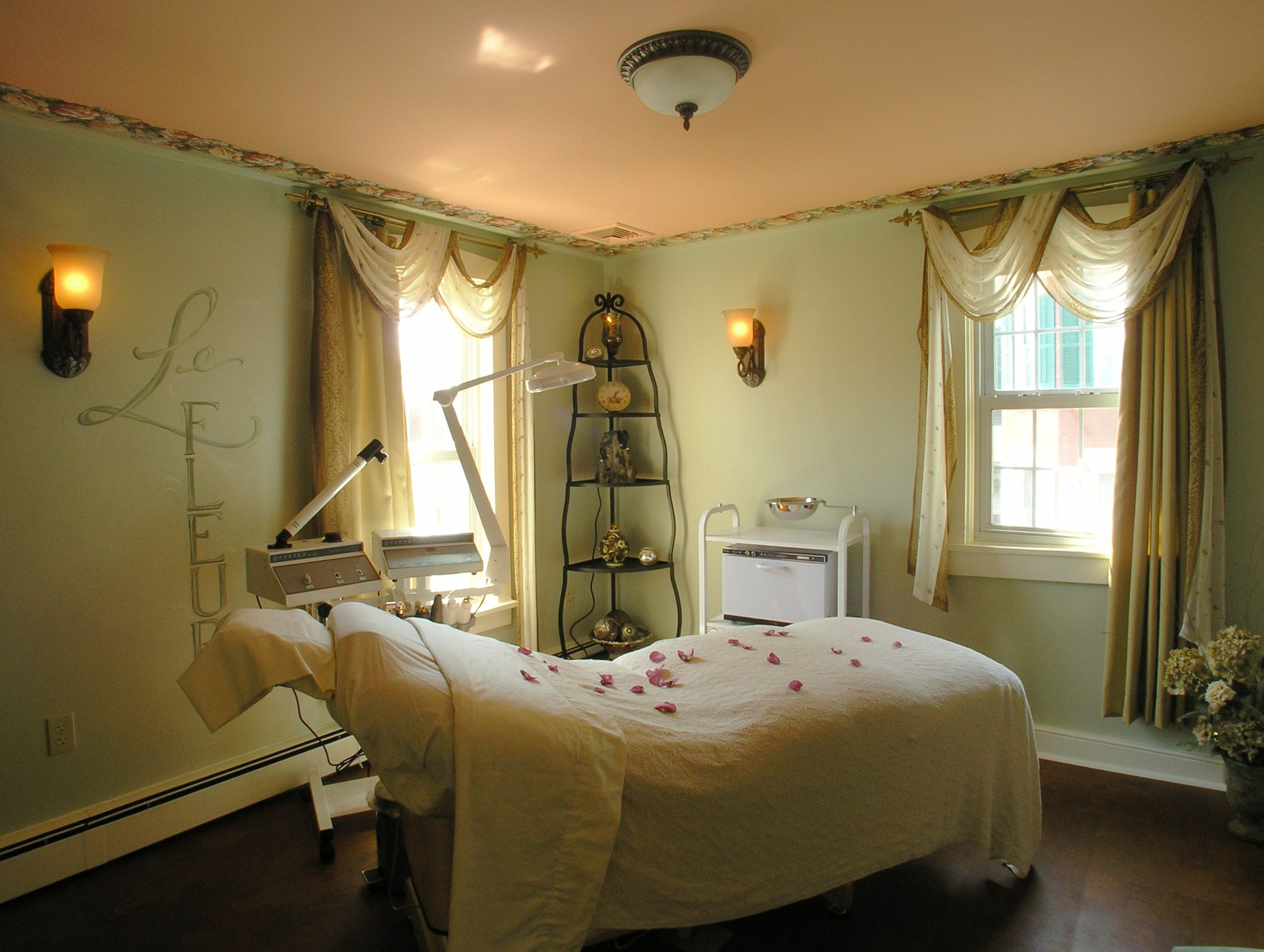 Day spa massage therapy room esthetician room for Spa treatment room interior design