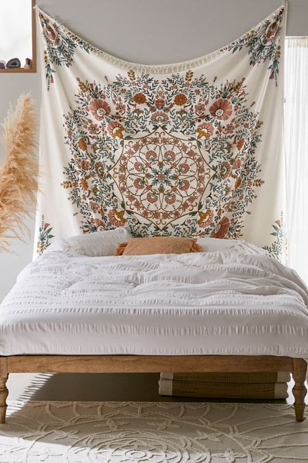 Sketched Floral Medallion Tapestry -   11 room decor Boho urban ideas