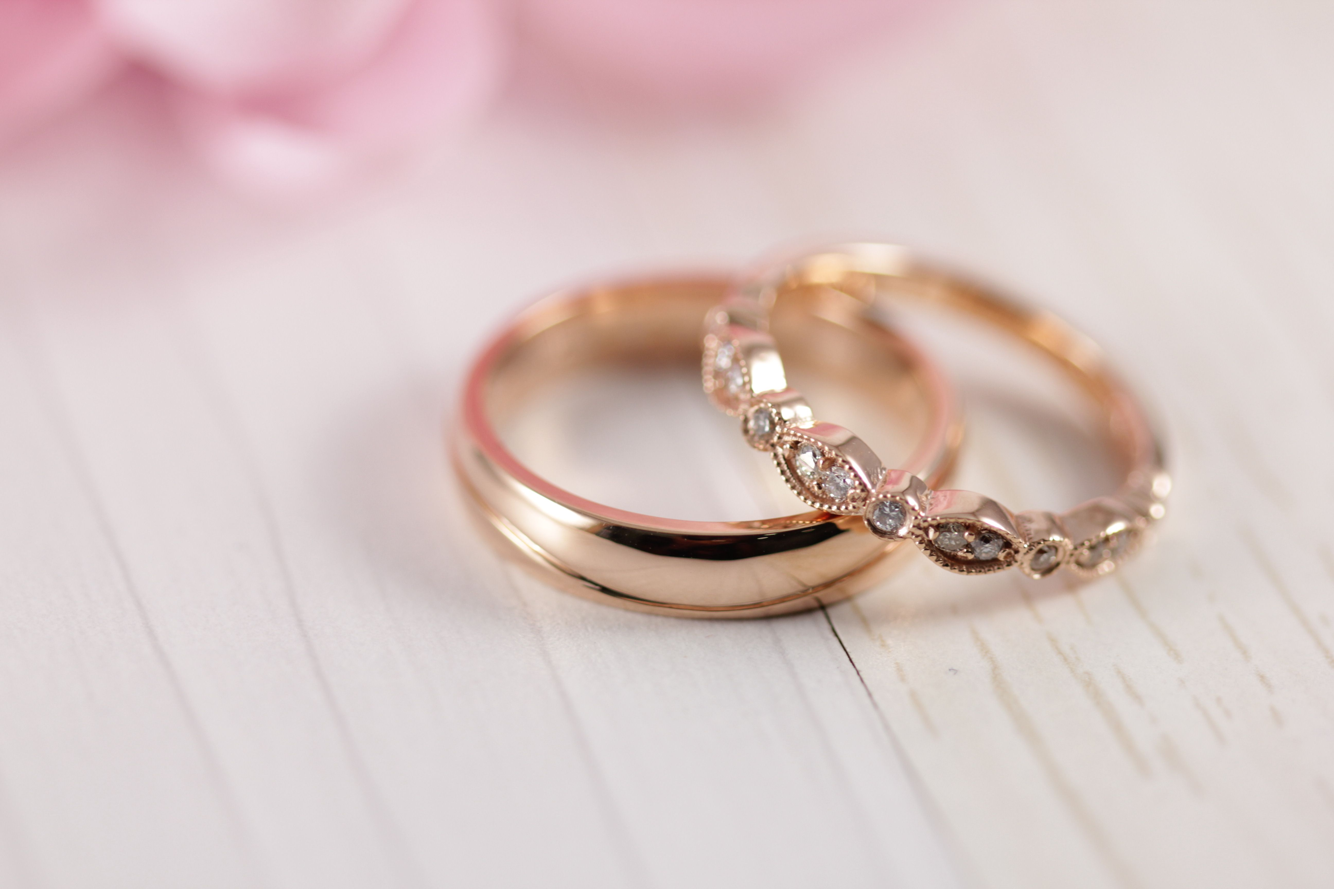b435aa54dd19 Argolla de matrimonio lisa y churumbela con diamantes