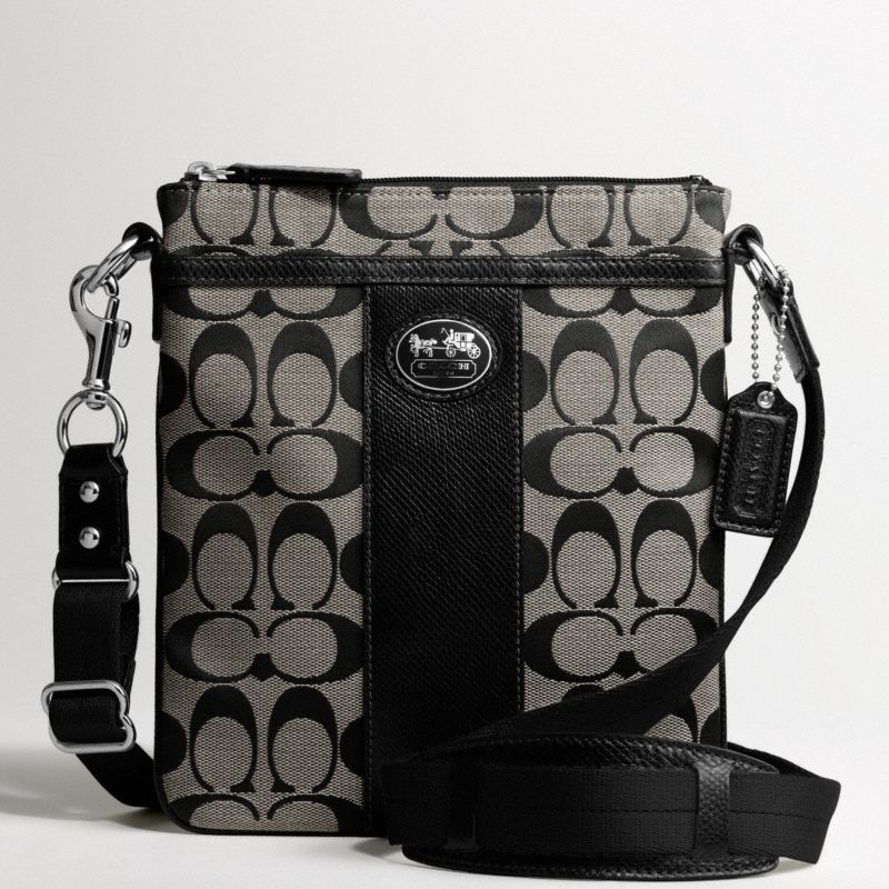 Coach sutton signature swingpack. I WANT