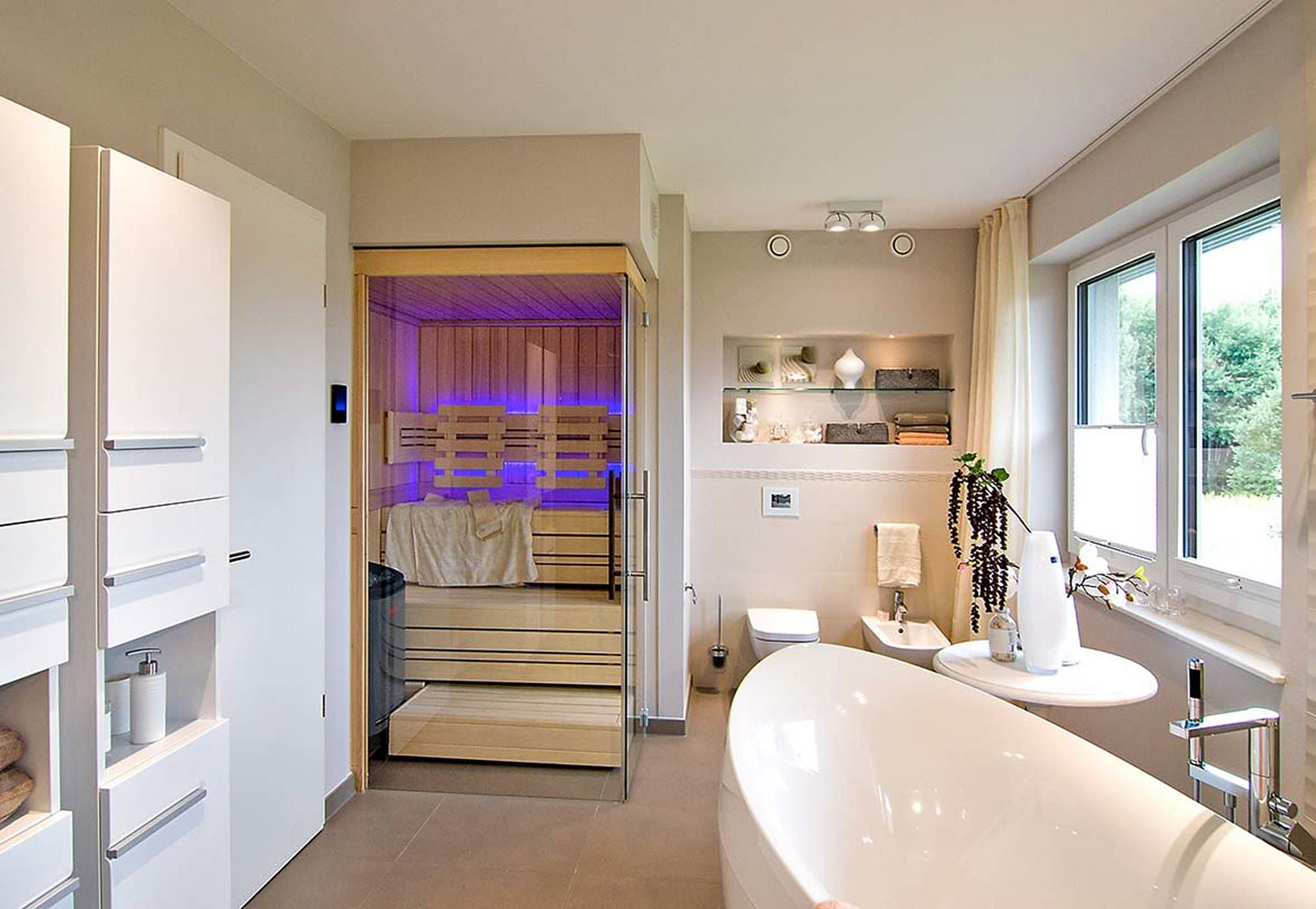Badezimmer eitelkeiten mit oberen speicher helo saunakabinen modernes spa von helo gmbh in   sauna