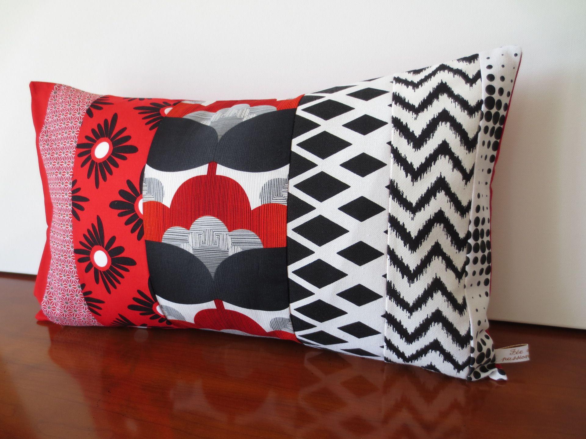 housse coussin vintage graphique et fleurs style japonais textiles et tapis par michka. Black Bedroom Furniture Sets. Home Design Ideas
