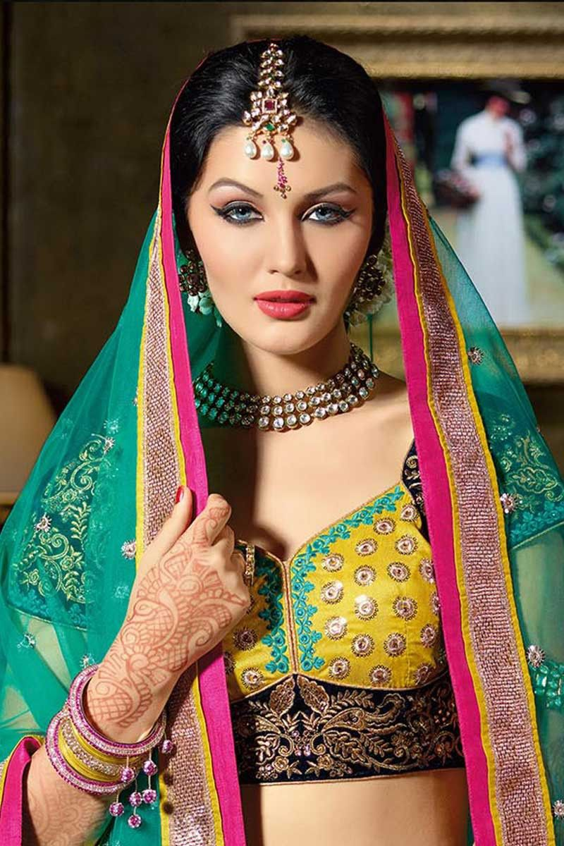 Experience a range of ethnic wears with sareez photo emotion