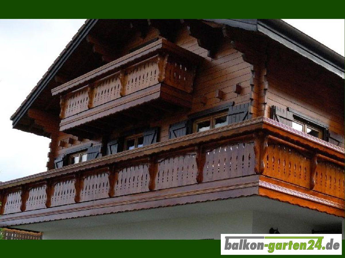 """Holzbalkon """"Berchtesgaden"""" Balkongeländer - Holzart: nord. Fichte. Finden Sie alle unsere Produkte im Webshop unter https://balkon-garten24.de"""