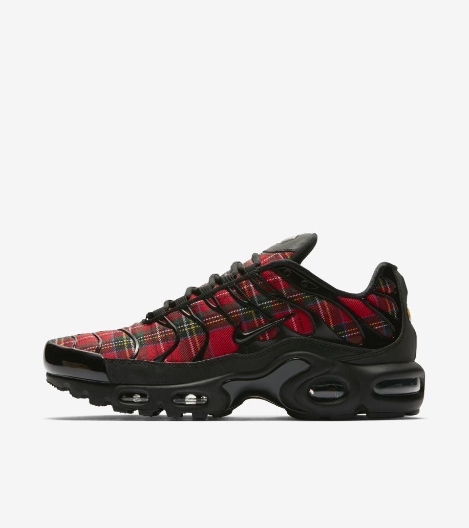 75ae4f6323430a Explore and buy the Women s Air Max Plus TN SE  Tartan . Stay a step ahead  of the latest sneaker launches and drops.