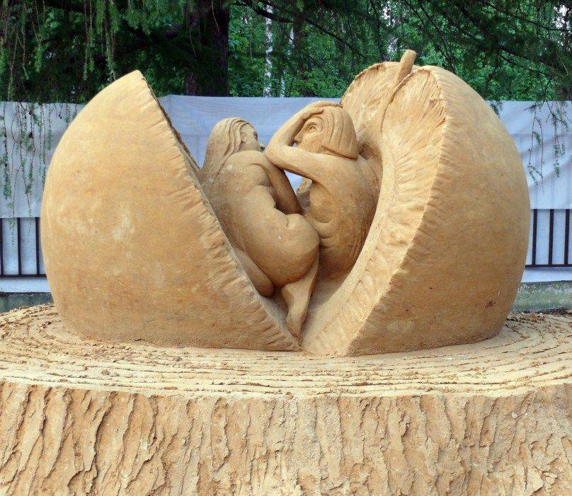 2010 Adam Eve Moscowbbb Sand Art Sand Sculptures Sculpture