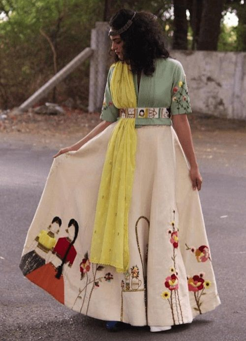 New Chaniya Choli & Blouse Designs for Navratri 2019 - LooksGud.in
