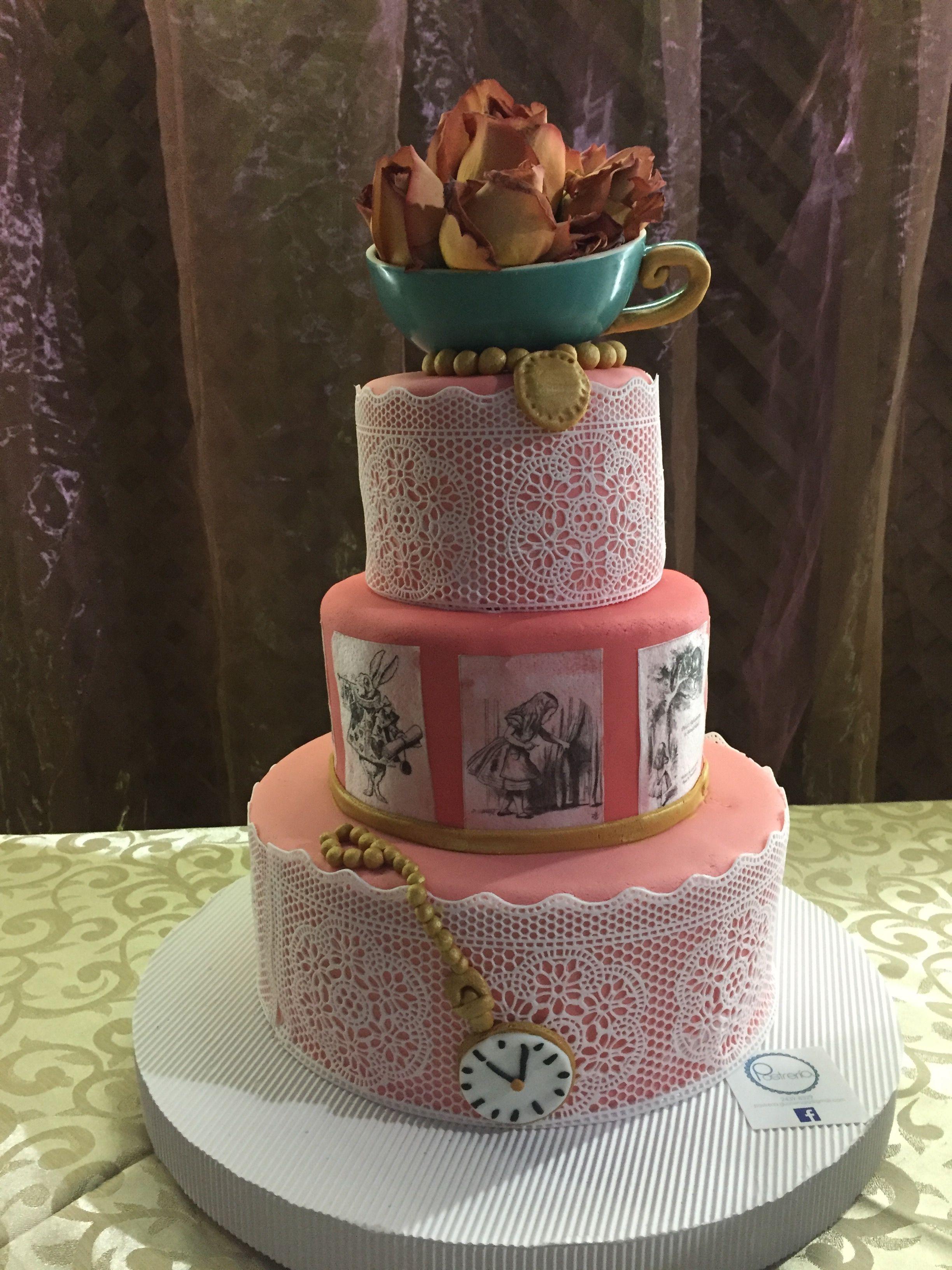 Pastel 15 a os tema alicia en el pa s de las maravillas for Decoracion xv anos alicia pais maravillas