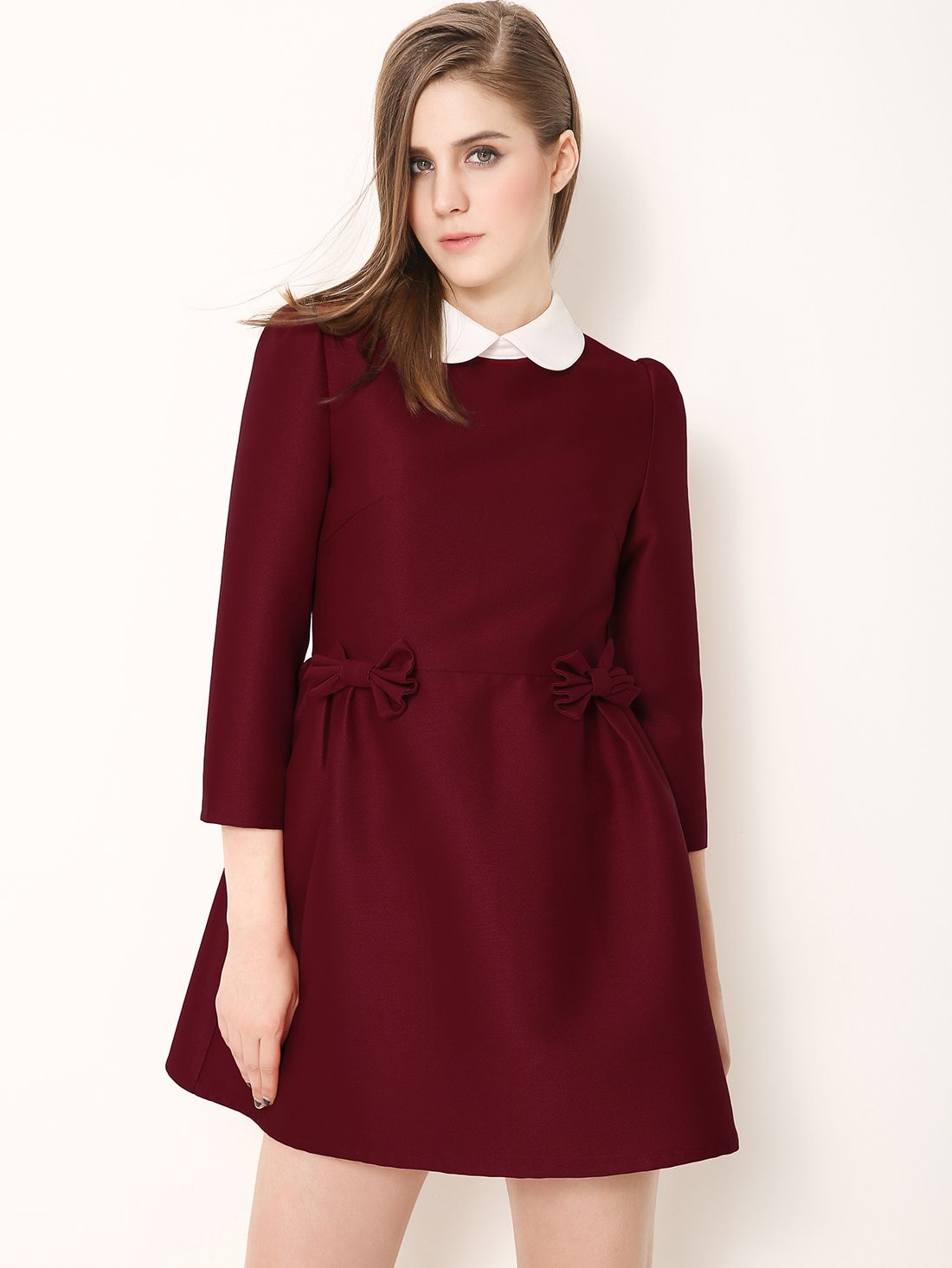 Robe noire col claudine rouge
