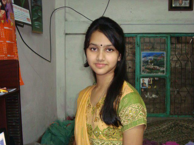 Cute Smile Of A Desi Indian Female At Her House  Kuch Desi Ho Jaye