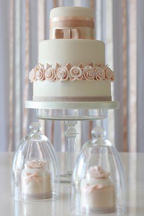 Peaches 'n' Cream 3 tier cake, with matching mini cakes - Rachelles Beautiful Bespoke Cakes