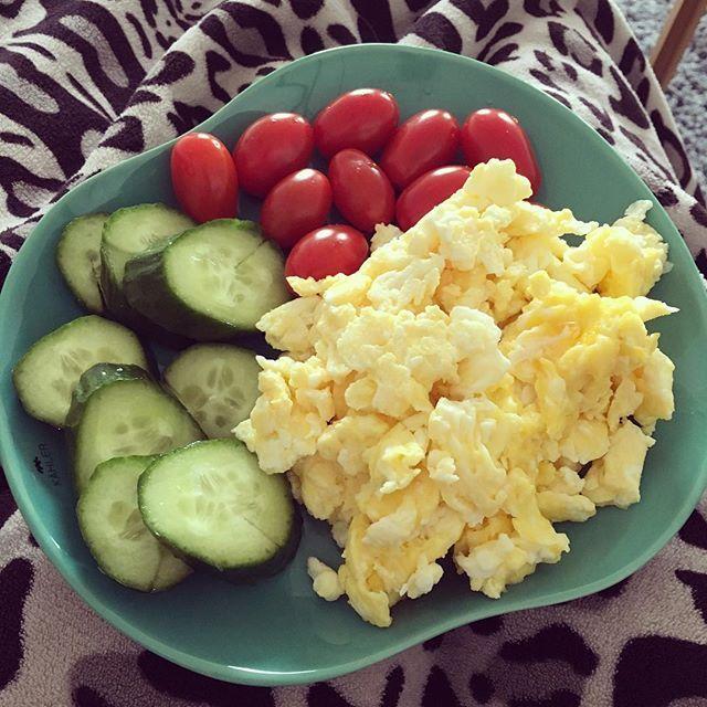 Stor portion morgenmad inden job🙌🏼 #morgenmad#scrambledeggs#æg#grønt#weekend#morgenmadindenjob#fitfamdk#fitbd