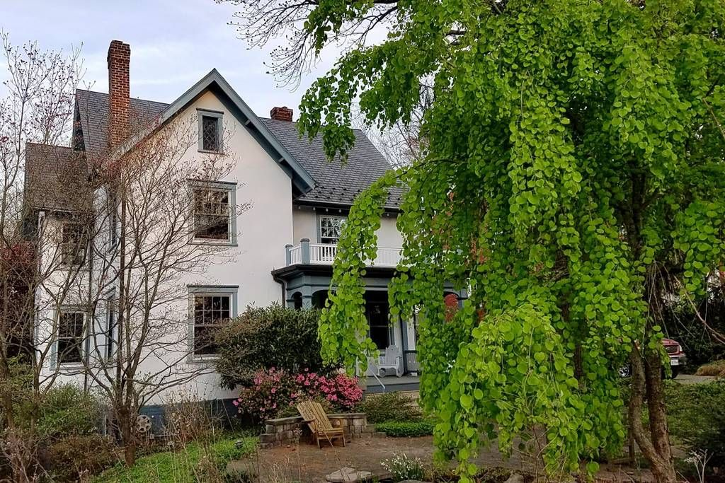 Valentines House Downtown Charlottesville Va Airbnb Downtown Living Renting A House Victorian Homes