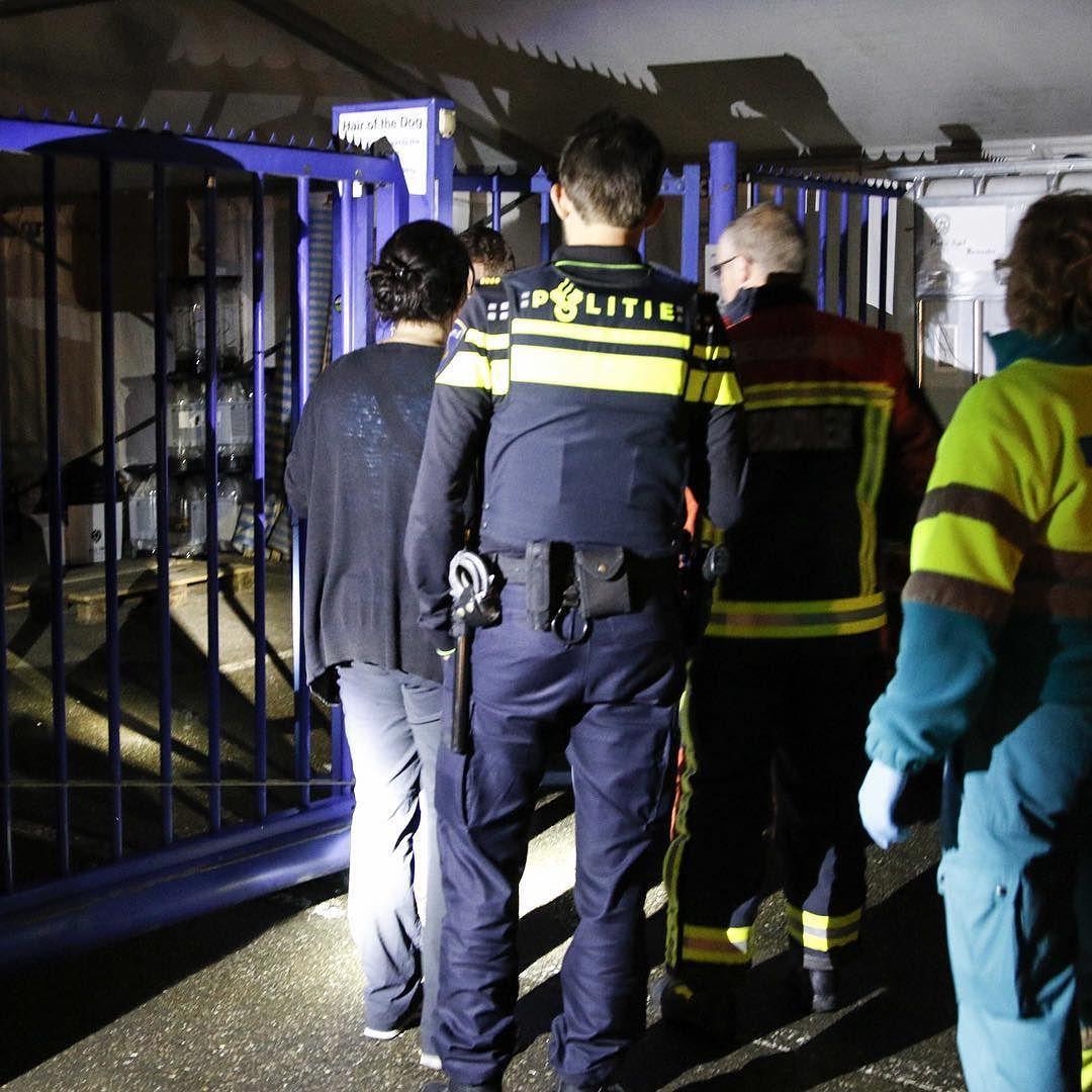 Man ter water in Bodegraven  De hulpdiensten werden vannacht rond 01.15 uur massaal opgeroepen voor de melding van een persoon ter water in Bodegraven. Politie ambulance en twee brandweerauto's kwamen ter plaatse. Met onder meer zaklampen werd er in de Oude Rijn en langs de Vlietkade en Overtocht gezocht. Tussentijds hielden de hulpdiensten contact met het slachtoffer die zelf het alarmnummer gebeld had. Uiteindelijk lokaliseerden ze het slachtoffer die schreeuwde om hulp en zich bevond op…