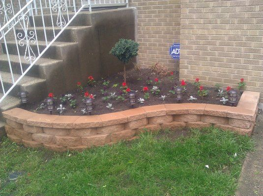 Shape Of The Flowerbed For The Front Of Our House Stone Flower