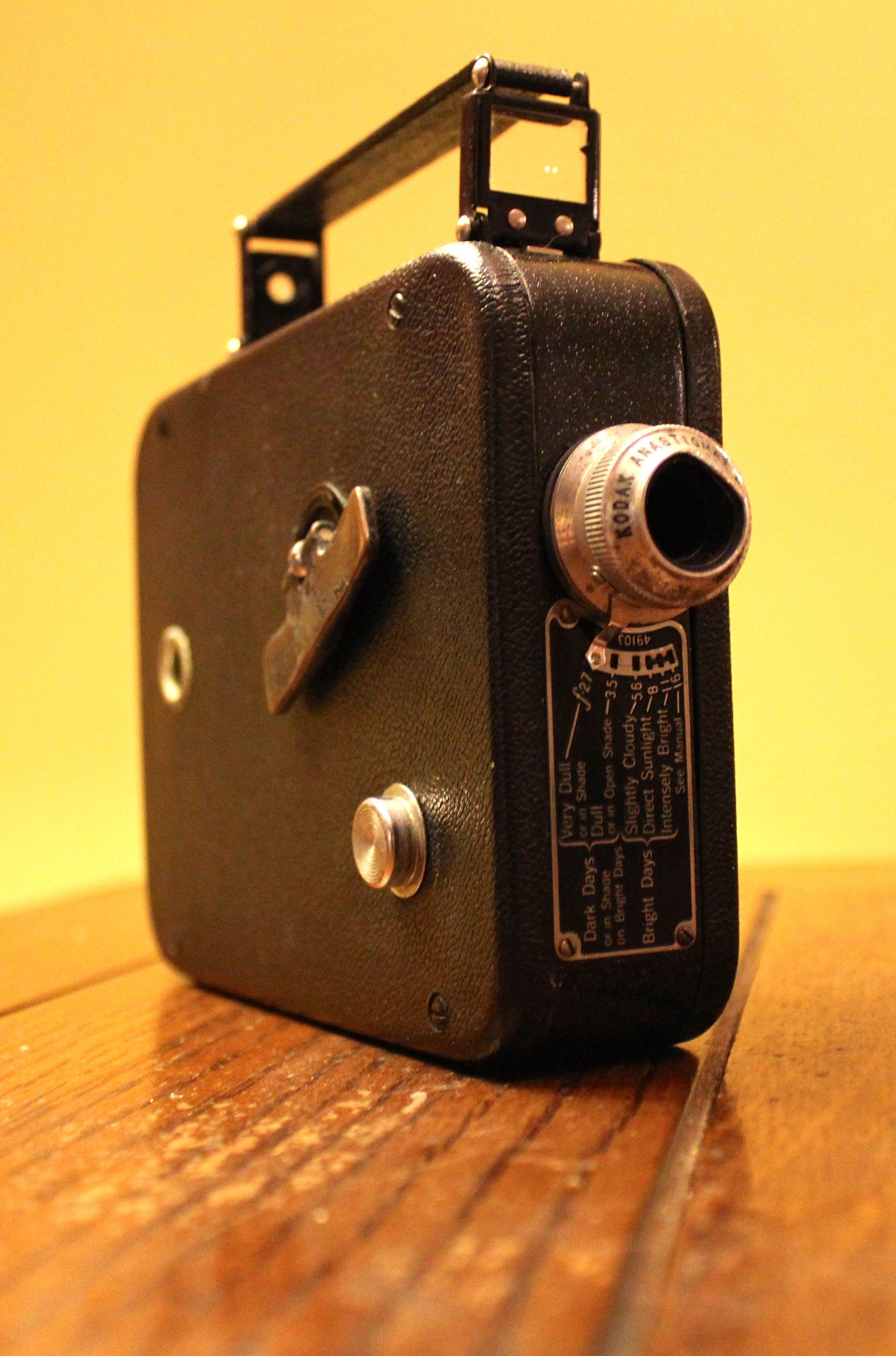 vintage home movie camera cine kodak eight model 25 8mm camera rh pinterest com Largest Cine-Kodak Cine-Kodak 16Mm