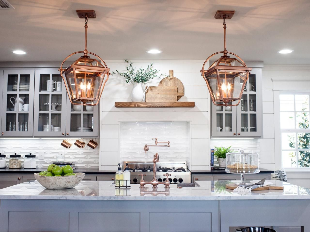 Hgtv fixer upper white kitchens - As Season 3 Of Hgtv S Fixer Upper Draws To Its Finale Chip And Joanna Gaines