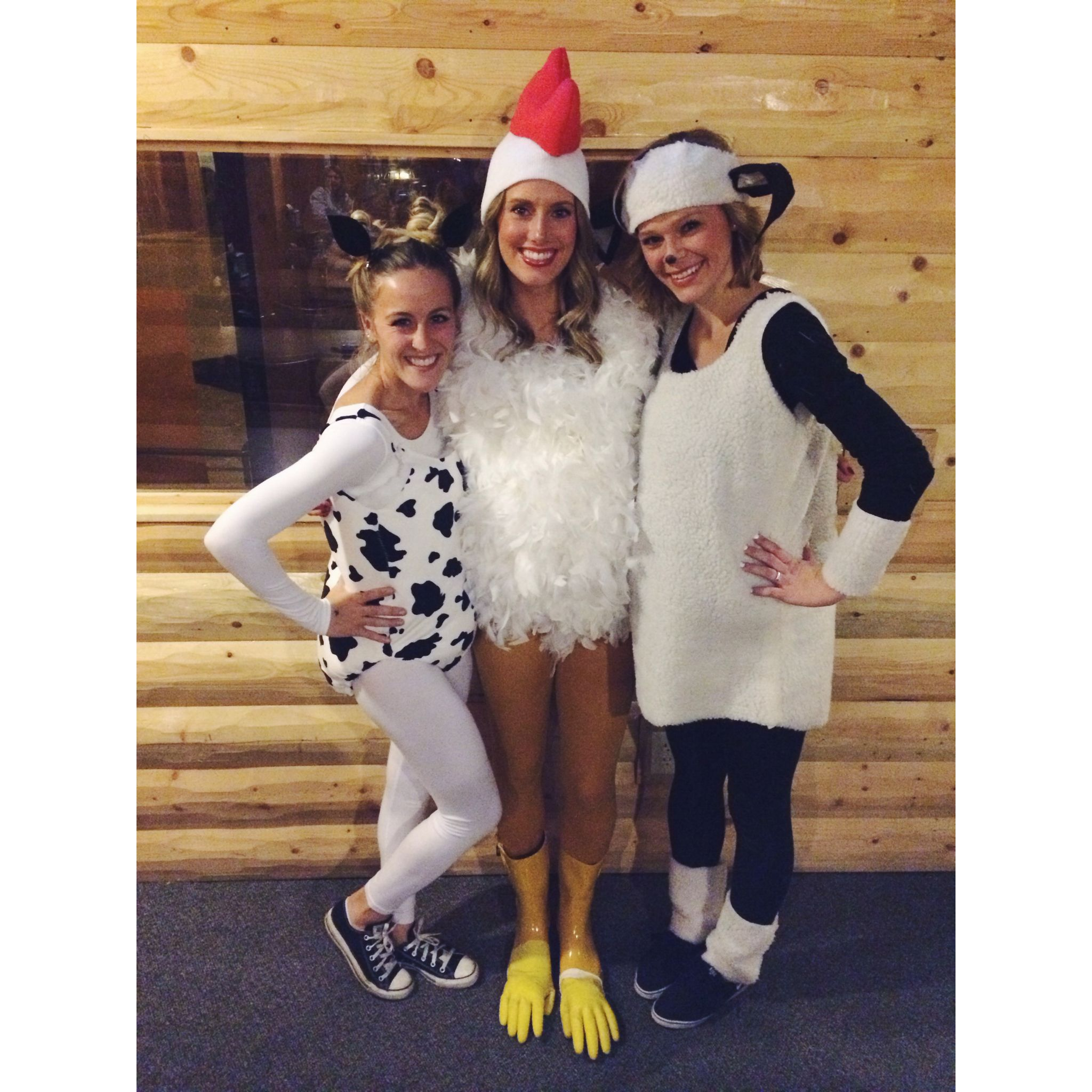 478cda2bf7 Old McDonald's Farm: Cow Costume, Chicken Costume, Sheep Costume || Cute  Homemade Halloween Costumes {@ whitnelson Instagram}