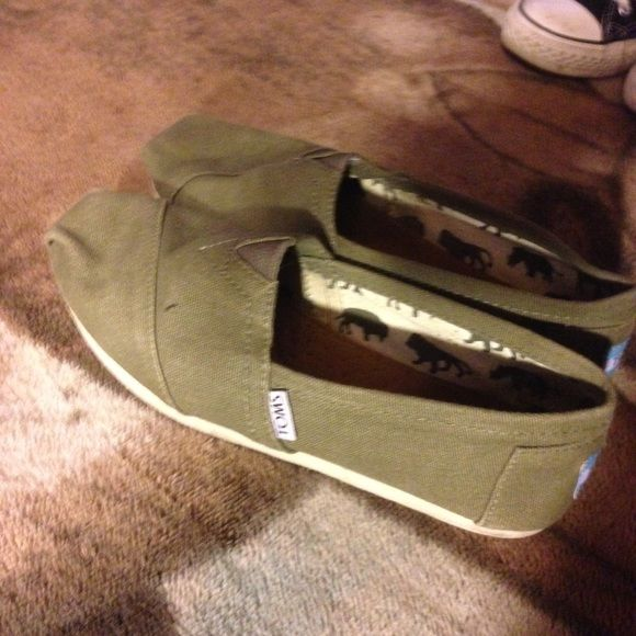 Olive Toms w/ 2 Bags worn a few times, still look new, has no flaws or stains TOMS Shoes Flats & Loafers