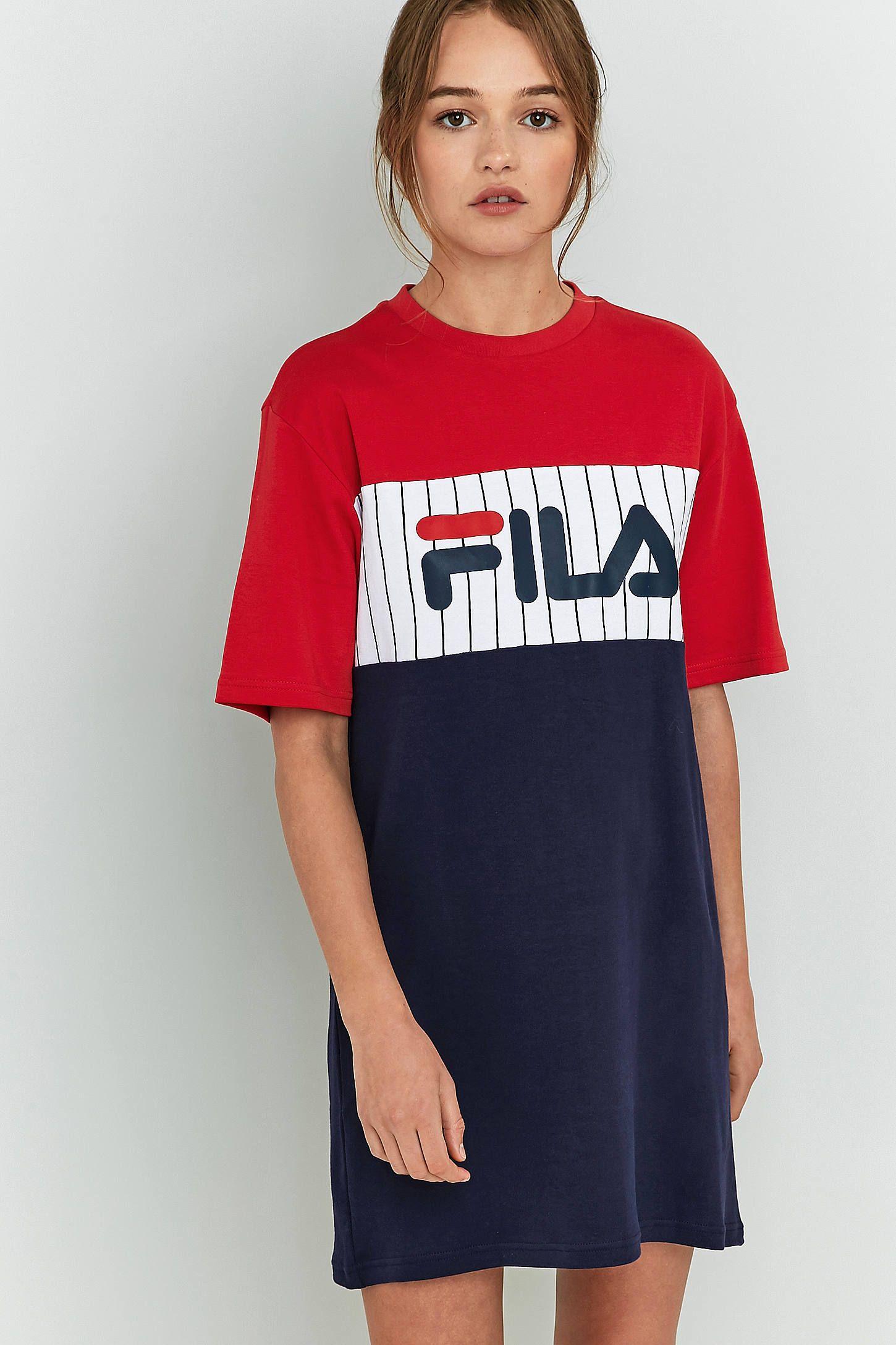 Achetez vite FILA - Robe t-shirt Ruby sur Urban Outfitters. Choisissez  parmi les