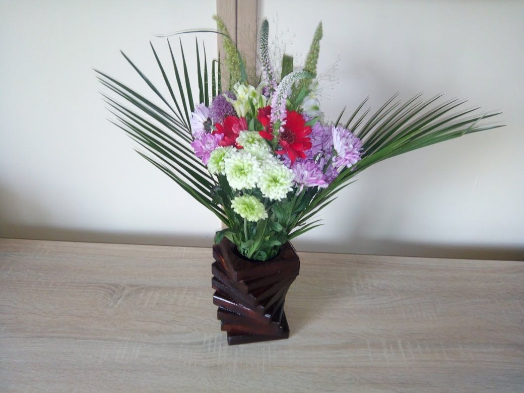 Comment faire un vase avec une chute de bois et d'une bouteille en plast...