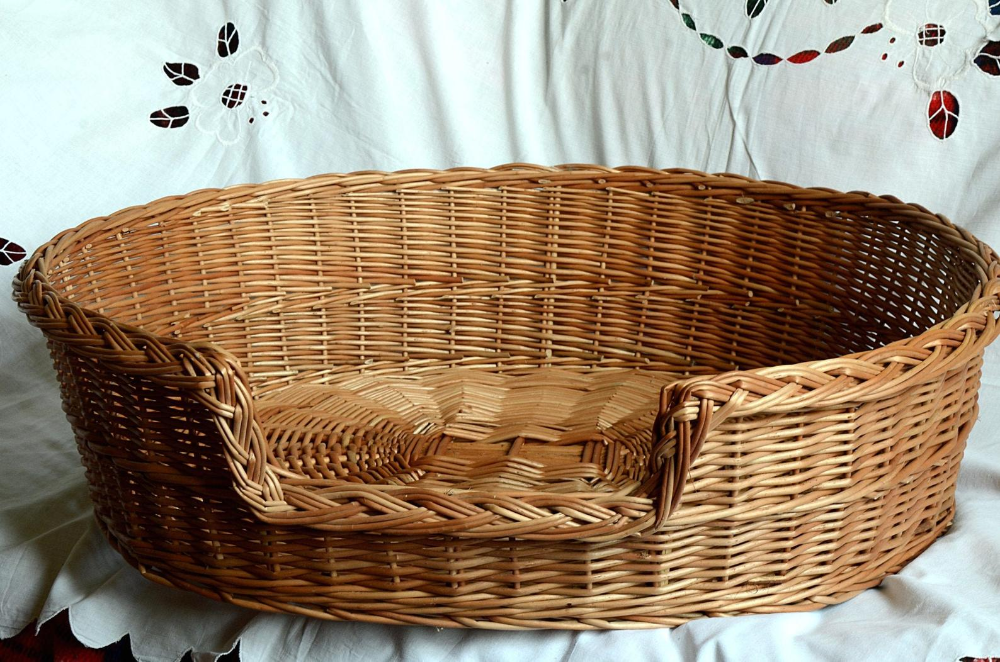 Medium/Large Oval Dog Bed, Wicker Dog Bed, Oval Cat Bed